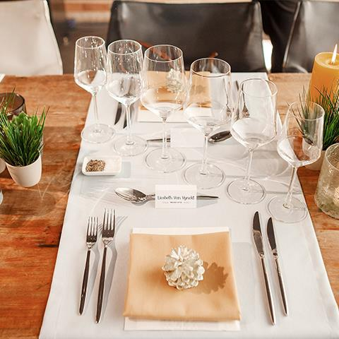 Four-styles-for-setting-a-festive-table