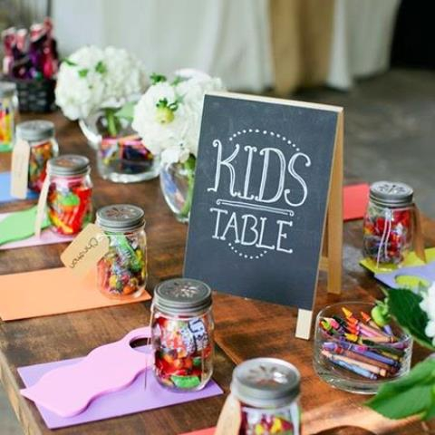 Spring-party-kids-table